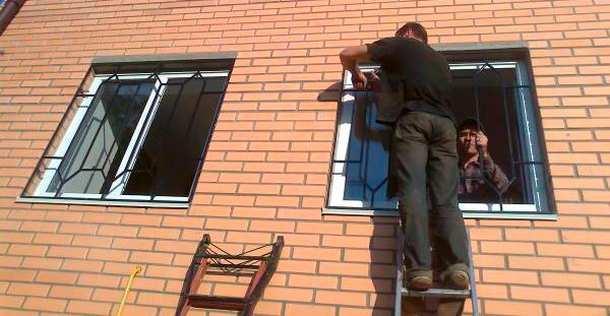 montaj-reshetok-na-okna